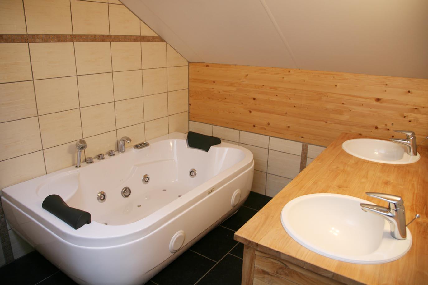 La ferme de la bourgade les g tes for Salle de bain avec wc separe